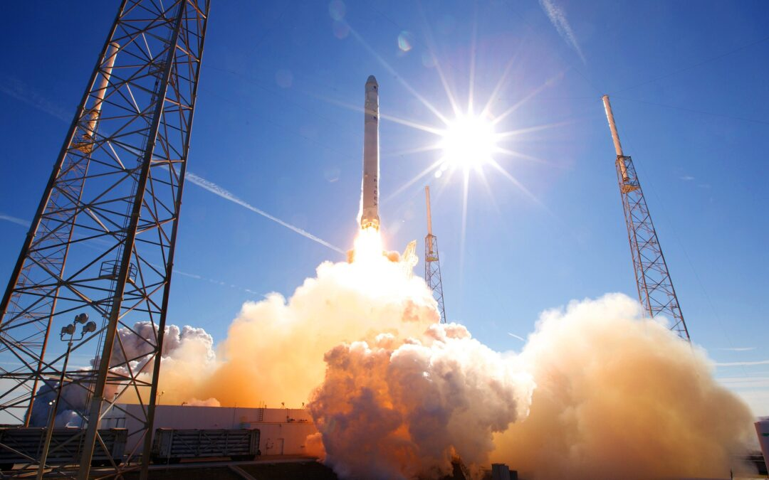 https://pixabay.com/photos/rocket-launch-spacex-lift-off-693192/
