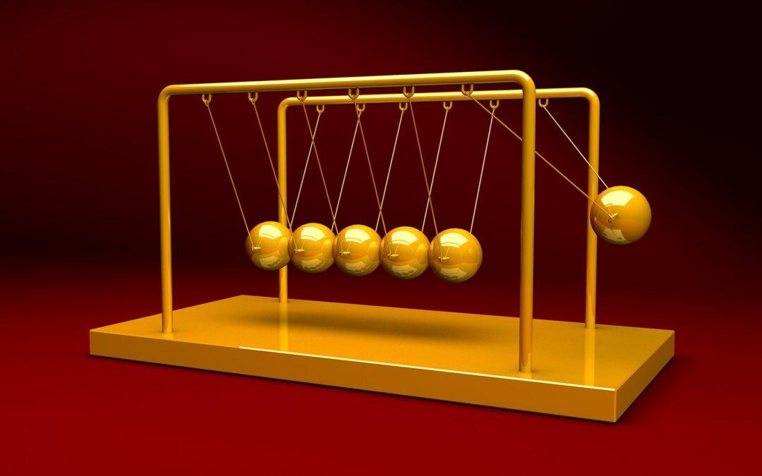 https://pixabay.com/photos/newtons-cradle-physics-pendulum-2891856/